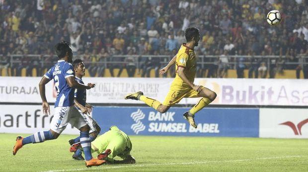 Sriwijaya FC gagal mengulang hasil bagus di putaran pertama saat mengalahkan Persib 3-1.