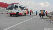 Minibus Tabrak Pembatas di Tol Ngawi-Wilangan, Tujuh Orang Luka