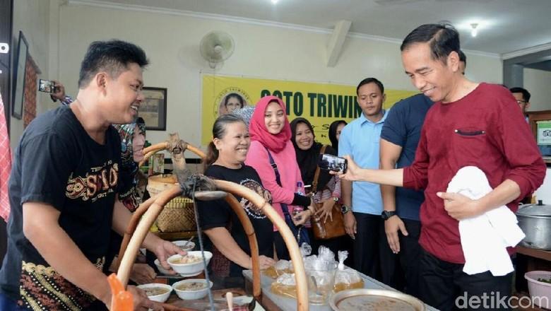 Momen Jokowi Berbincang 4 Mata dengan Kaesang di Rumah Makan Soto