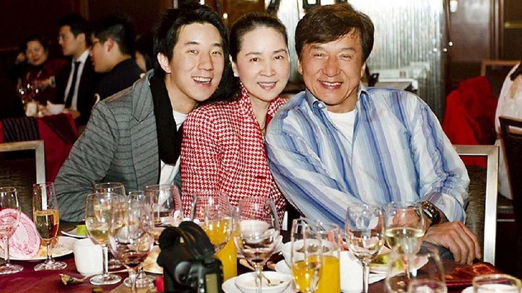 Jackie Chan Akui Kerap Pukuli Sang Putra