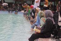 Kolam air panas di Gunung Papandayan.