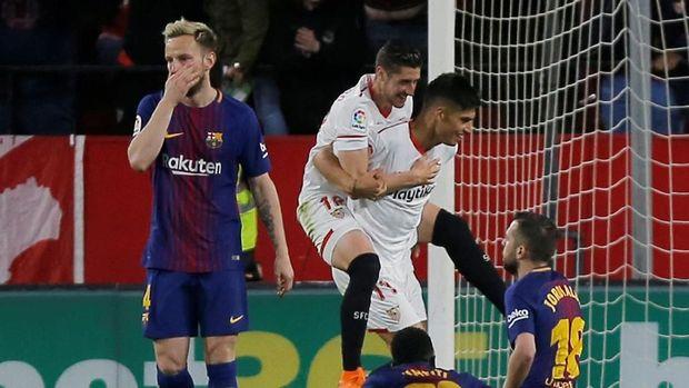 Sevilla mencetak gol kedua ke gawang Barcelona oleh Luis Muriel. (