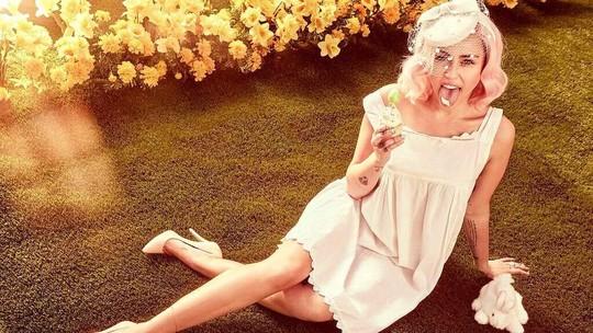 Gaya Nakal Miley Cyrus Sambut Paskah