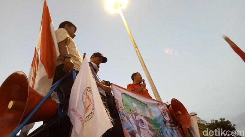 Massa Tukang Pulsa Klaim Diizinkan Registrasi SIM Card Tanpa Batas