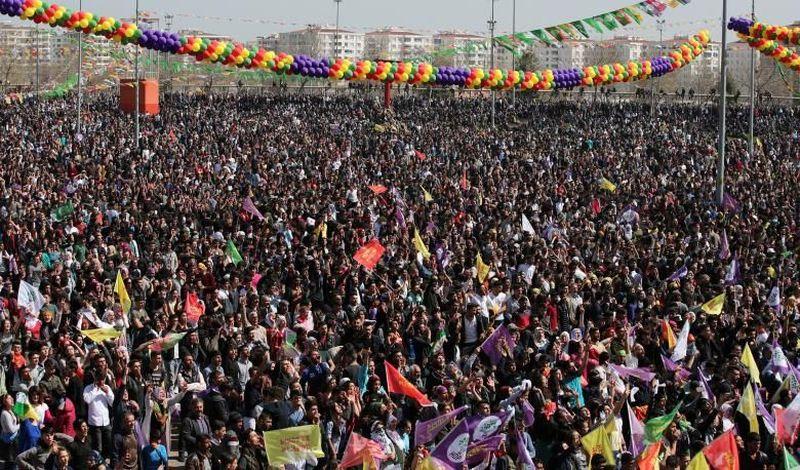 Tahun baru tak selalu dirayakan pada tanggal 1 Januari. Seperti tahun baru ala orang Persia berikut ini. Tahun baru yang disebut Nowruz dirayakan tiap tanggal 21 Maret. (REUTERS/Umit Bektas)