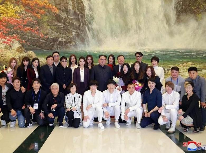Foto Bareng Irene Red Velvet, Kim Jong Un Ingin Dilihat Normal