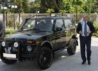 Vladimir Putin dan mobil offroad Rusia