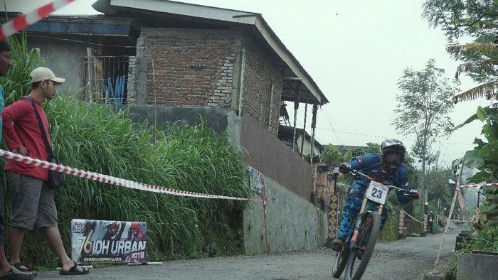 Dimas Pamungkas juara di Indonesian Downhill 2018 New Selo (Foto: dok.Indonesian Downhill)