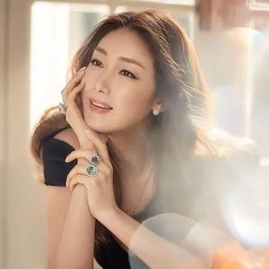 Melahirkan di Usia 45, Intip Rahasia Kecantikan Choi Ji Woo yang Tak Menua