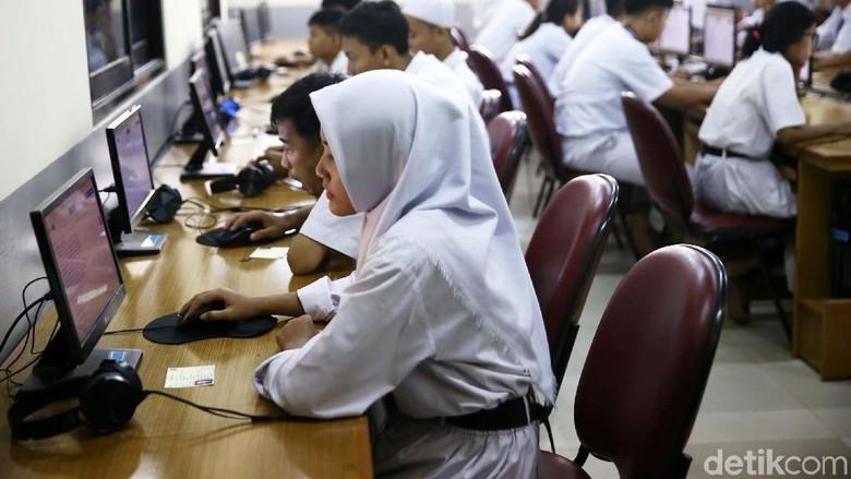 Mendikbud Targetkan SMA/SMK 100% UNBK Tahun 2019