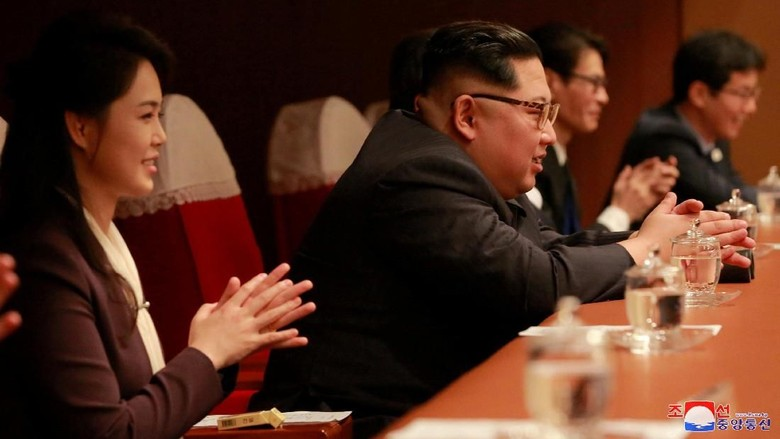 Gaya Kim Jong Un Nikmati Konser Bintang K-Pop di Pyongyang