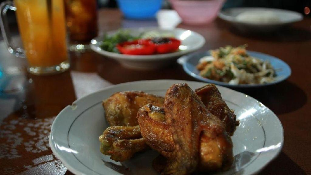Wisata Kuliner Ayam Goreng Mbah Karto Langganan Jokowi