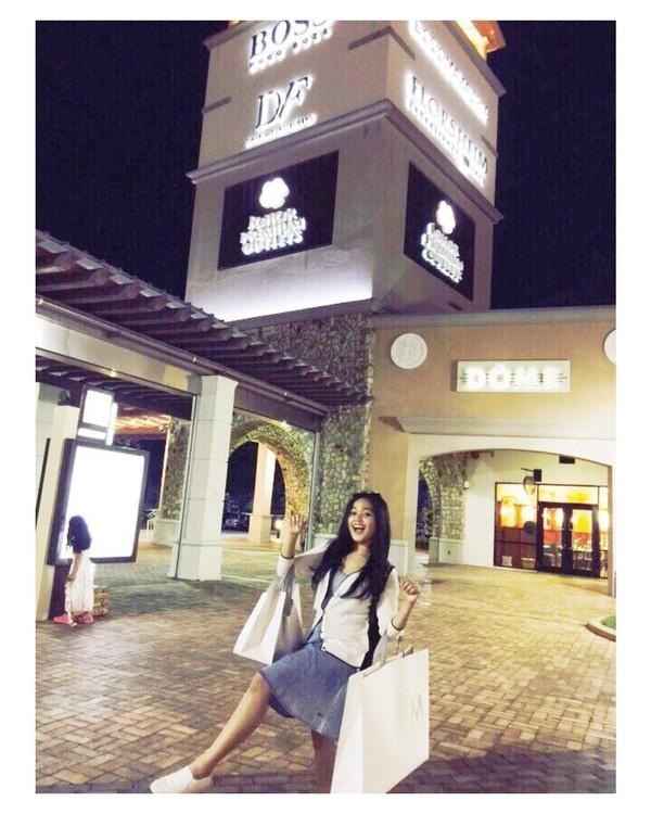Lalu ini saat Cecillia wisata belanja di Johor Baru, Malaysia (cecillimbad/Instagram)