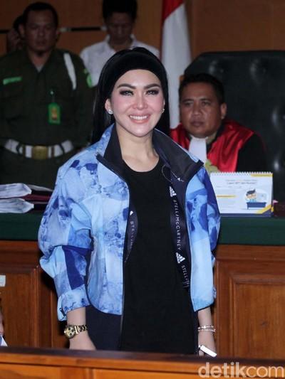 Jaket Syahrini di Sidang First Travel. Foto: Lamhot Aritonang