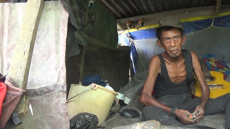 Kisah Kakek Zahri, Hidup Digubuk Sampah Selama 17 Tahun