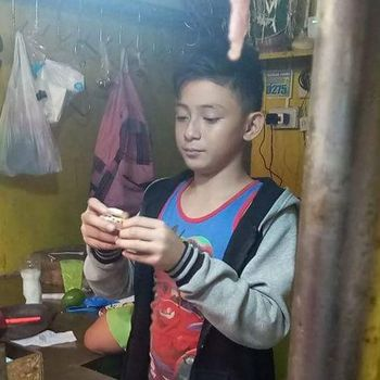 Jualan Daging di Pasar, Foto Remaja Ganteng Ini Viral