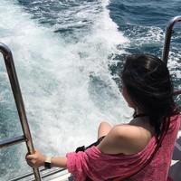 Kali ini Cecillia sedang menaiki speedboat, mau ke mana Cecillia? (cecillimbad/Instagram)