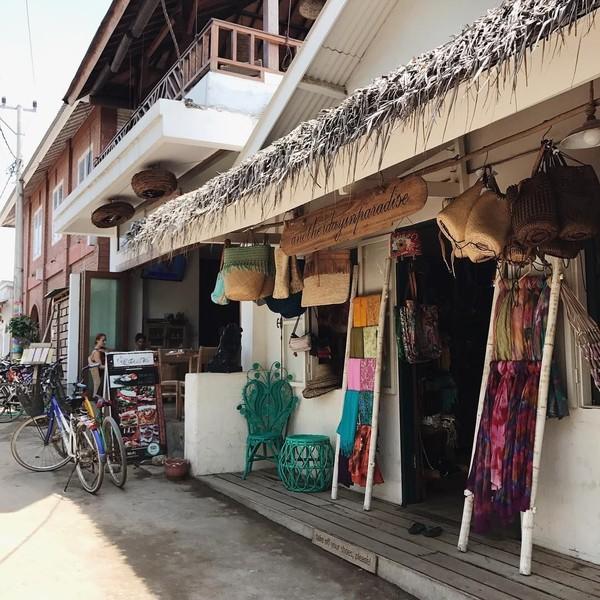 Cecillia saja sudah ke Gili Trawangan, Lombok Utara. Kamu kapan? Ini potret jalanan yang ada di sana yang dipotret olehnya (cecillimbad/Instagram)