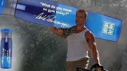 Bintang film action Arnold Schwarzenegger baru saja menjalani operasi jantung. Hebatnya, sebelum operasi ia masih aktif berolahraga lho.