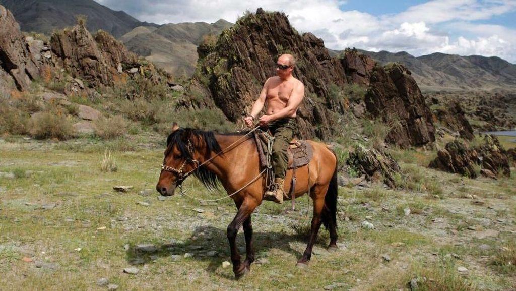 Vladimir Putin yang Dikagumi Fadli Zon, Liburannya Laki Banget