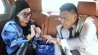 Syahrini sempat menyita perhatian karena tampil mewah dengan kacamata Gucci, jam tangan Rolex dan tas hermes. (Dok. Instagram/Hotman Paris Hutapea)