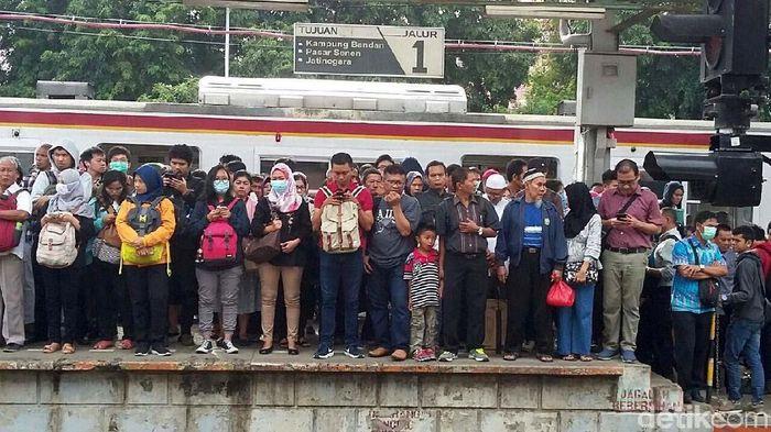 Suasana  di Stasiun Duri (Foto: Selfie Miftahul Jannah)