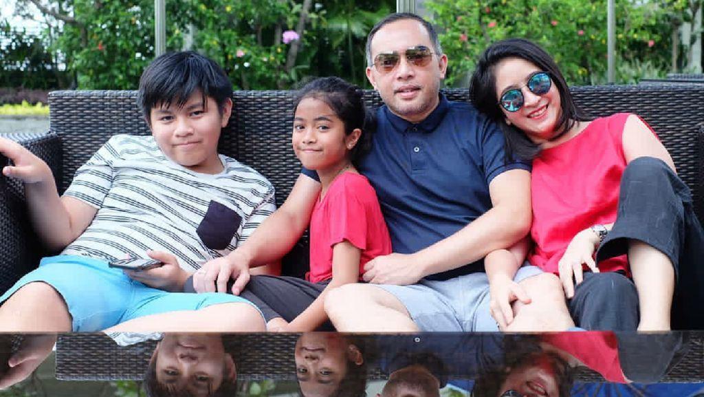 Novita Angie Selalu Dampingi Anak saat Nonton Bioskop