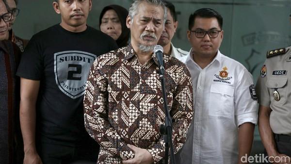 Tio Pakusadewo Dituntut 6 Tahun Penjara, Kerabat Nangis