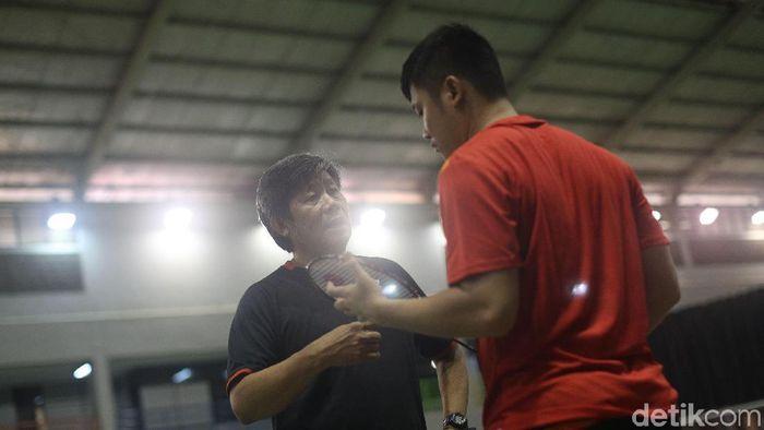 Herry Iman Pierngadi menjelaskan duduk persoalan Wahyu Nayaka dalam daftar klub di liga Malaysia. (Grandyos Zafna/detikSport)