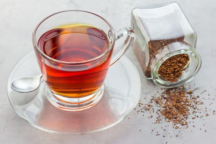 Bagi Anda yang berzodiak Aries, racikan teh rooibos merupakan pilihan yang pas. Apalagi jika dipadukan dengan buah persik, krim, dan sedikit kayu manis. Foto: iStock