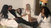 Pria Tajir Ini Terang-terangan Selingkuh di Depan Istri