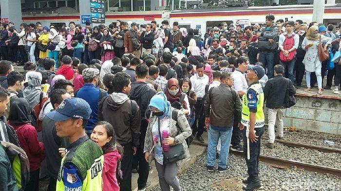 'Horor' di Stasiun Duri