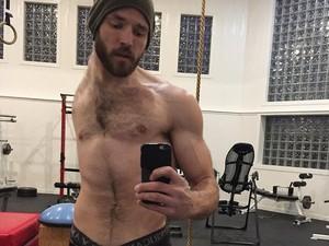Potret Luke, Pria Tanpa Lengan dan Paru Kiri yang Hobi Workout
