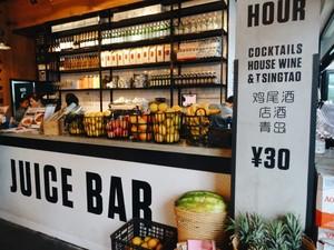 Menikmati Lezat Sehat Power Bowl dan Salad di Kafe Gaya Hipster
