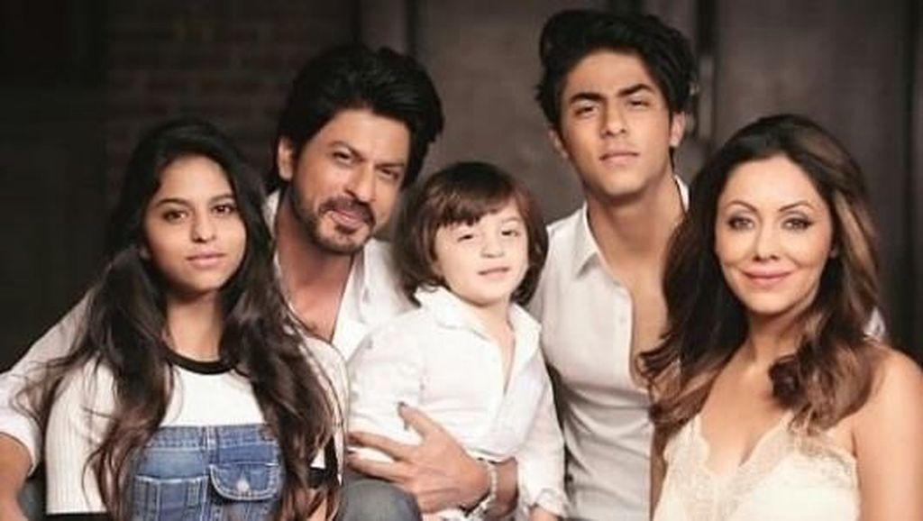 Begini Keisengan Anak Sulung Shah Rukh Khan pada sang Adik