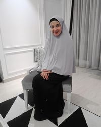 Zaskia Sungkar Hindari Pakai Celana dan Kurangi Makeup Demi Tampil Syar'i