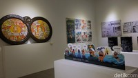 Karya komik yang ditampilkan di pameran Indonesia Art Award 2018 ada juga yang dibentuk dalam berbagai medium. Seperti kaleng bekas, pajangan, sampai karya eni instalasi. Foto: Tia Agnes/ detikHOT
