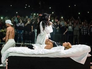 Bawa Kasur ke Atas Panggung, Demi Lovato Grinding Kehlani