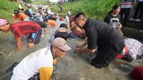 Sambil Tangkap Ikan, Tb Hasanuddin Bicara Soal DP Rumah 1 Persen