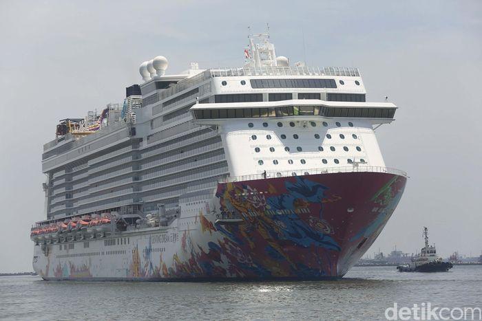 Genting Dream Cruise tiba di Pelabuhan Tanjung Priok, Rabu (4/4). Kapal ini merupakan salah satu transportasi wisata dengan kelas hotel bintang 5.