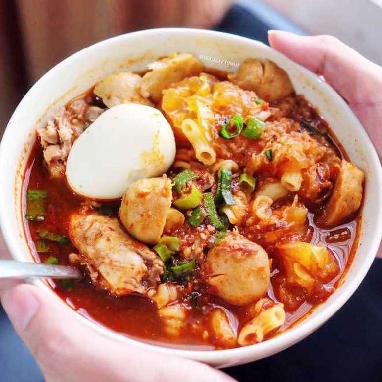 Makan makanan pedas dengan perut kosong dapat mengiritasi lapisan lambung yang dapat menyebabkan reaksi asam dan kram. Yang ada bisa ganggu pencernaan lho kata Dr Rupali Datta, nutrisionis, seperti ditulis NDTV Food. Foto: Istimewa
