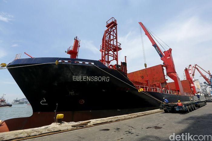 Kapal kargo bernama Ellensborg ini berukuran 9.627 GT dan telah lepas tambat dari Pelabuhan Tokyashi di Jepang sejak tanggal 7 Maret 2018 lalu.