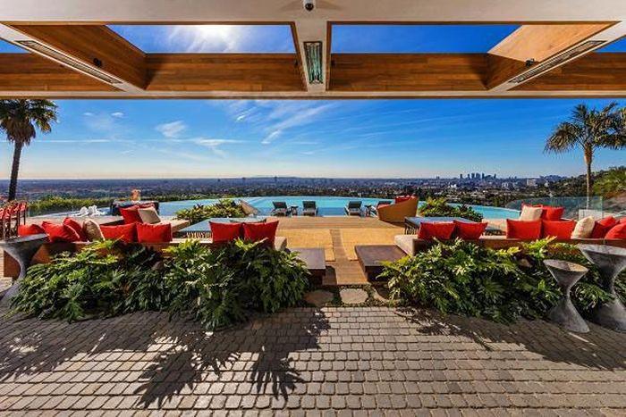 Salah satu developer di Los Angeles menyewa Kravitz untuk merombak salah satu rumah seharga US$ 38 juta (Rp 513 miliar) di bukit Hollywood. Istimewa/Williams & Williams Estates.