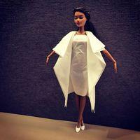 Pria Ini Buat Gaun Mewah Untuk Barbie dari Tisu, Hasilnya Keren Banget