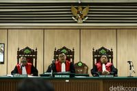 Majelis hakim PN Jakarta Utara ketok palu menyatakan Ahok-Vero resmi bercerai