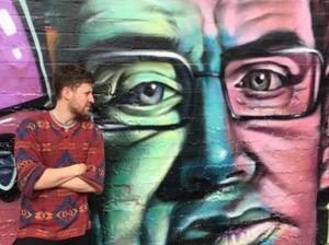 Sosok Stephen Hawking Diabadikan dalam Bentuk Grafiti