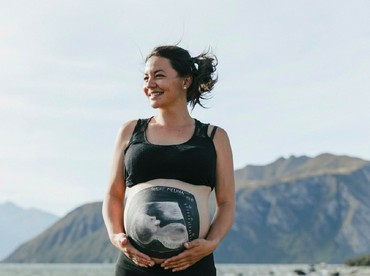 Kalau sudah jadi, gambar foto USG di perut ibu hamil ini cantik juga kan, Bun? Gimana, tertarik membuatnya? (Foto: Facebook/ Beautiful Bumps Wanaka)