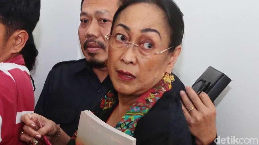 Tangis dan Permohonan Maaf Sukmawati soal Puisi Ibu Indonesia