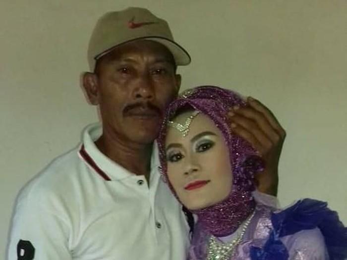 Santa Hoqi bertemu pertama kali dengan ayahnya saat menikah. Foto: Facebook