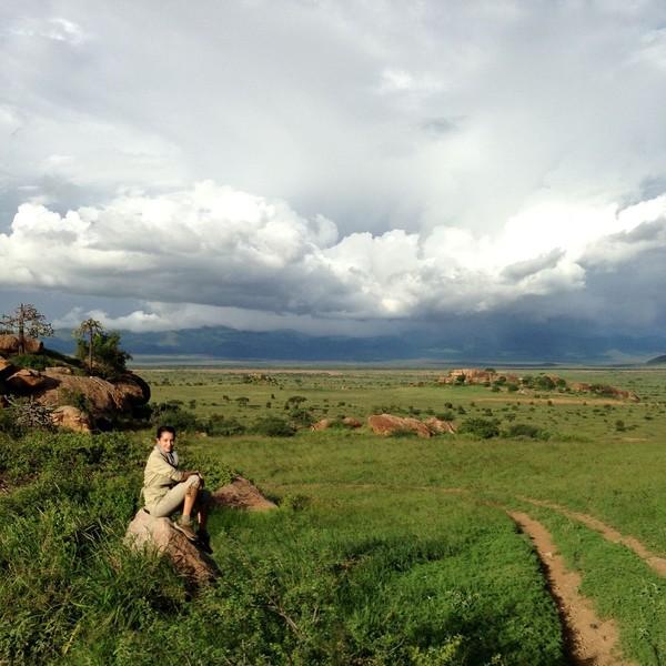 Nadya tentunya tidak melewatkan kesempatan untuk mengabadikan kunjungannya ke Afrika lewat sebuah foto. Afrika memang cantik sekali! (nadyahutagalung/Instagram)